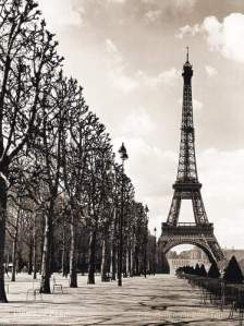 eiffel-tower-black-white